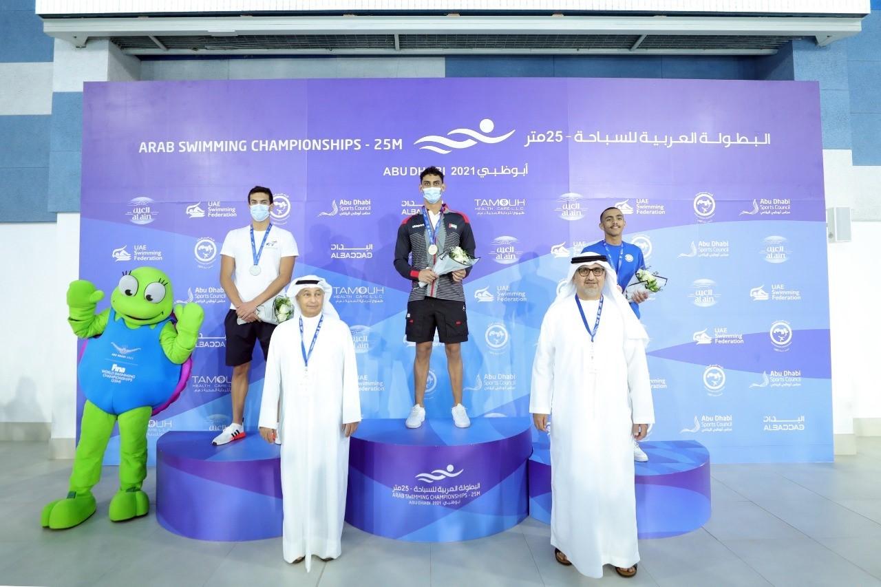 3 ميداليات للإمارات في افتتاح «عربية السباحة»